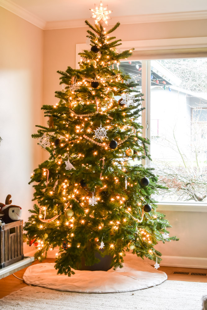 Christmas tree crocheted snowflakes