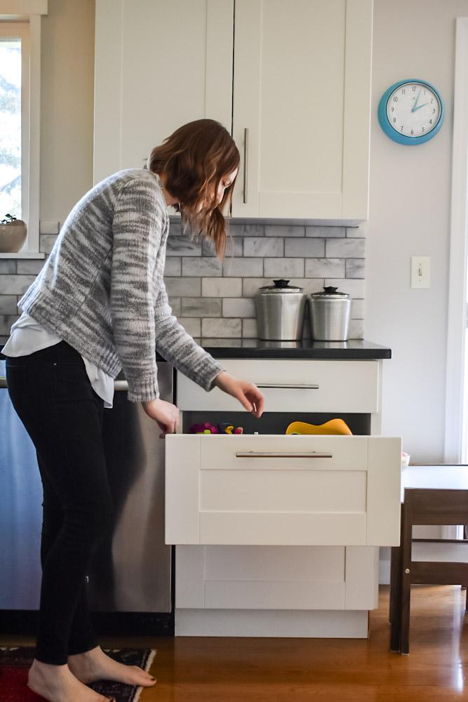 organizing kids dish drawer
